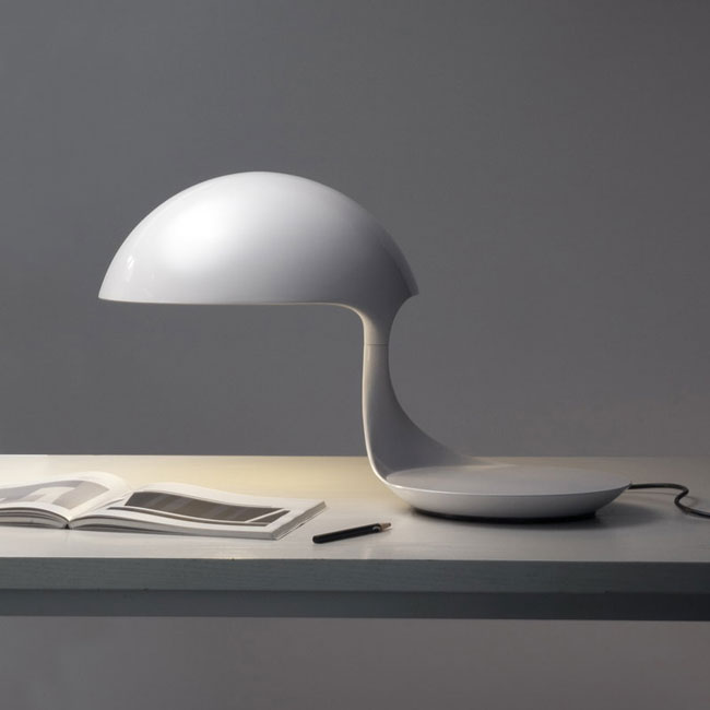 1960s classic: Cobra table lamp by Elio Martinelli