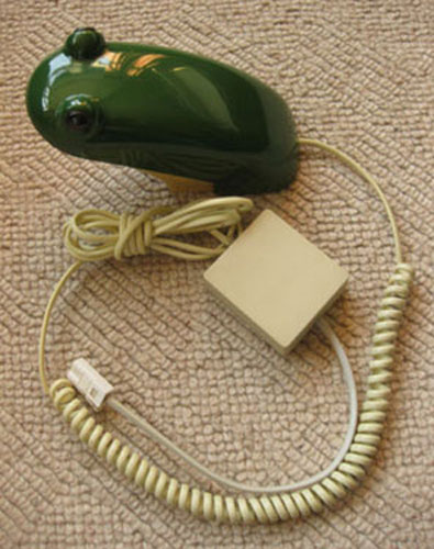 Retro and kitsch 1980s Frog Phone on eBay