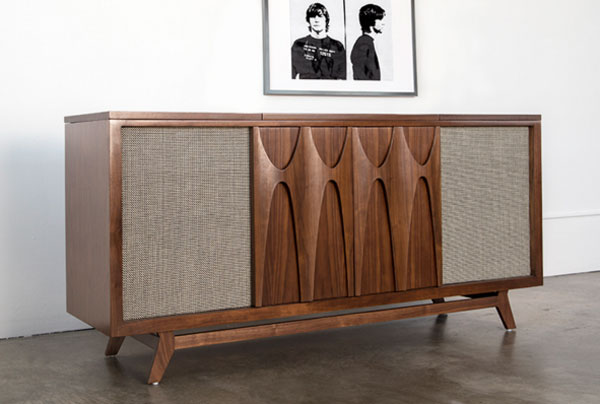 Luno midcentury style audio system with built in drinks for Built in drinks cabinet