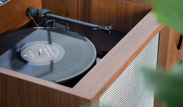Luno midcentury-style audio system with built-in drinks cabinet