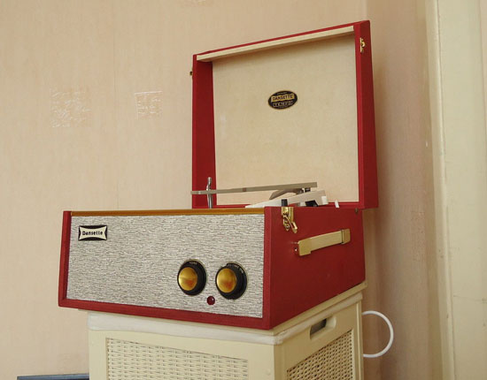 eBay watch: 1960s Dansette Tempo record player