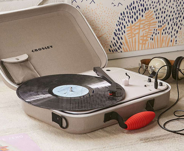 Retro sounds: Crosley Messenger portable record player