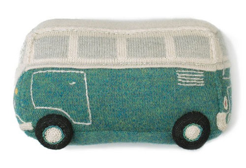 Retro-style VW Bug and VW Bus toys by Oeuf NYC