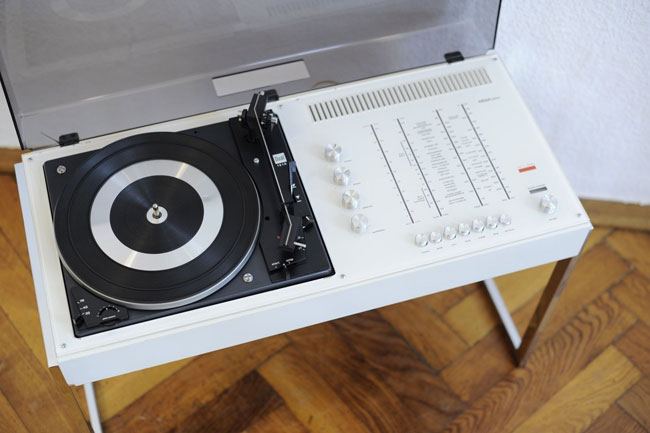 1970s Wega 3202 audio system