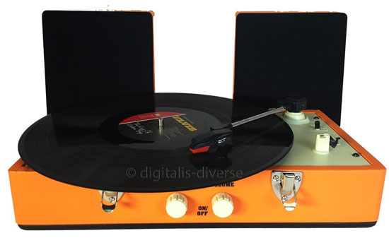 Retro sounds: Steepletone SRP030S record player