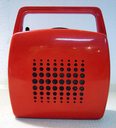 eBay watch: 1970s Mangiadischi Penny portable 7-inch record player