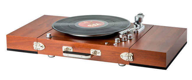 20. Vintage-style Ricatech wooden turntable