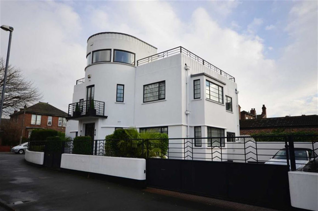 Retro house for sale: 1930s Blenkinsopp and Scratchard-designed art deco property in Castleford, Yorkshire