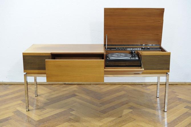1970s Blaupunkt radiogram in walnut on eBay