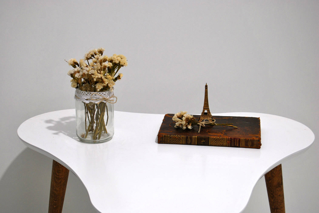 Handmade midcentury-style coffee table by Moutinho Store
