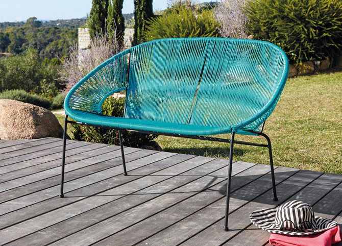 copacabana retro outdoor benches at maisons du monde. Black Bedroom Furniture Sets. Home Design Ideas
