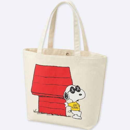 KAWS x Peanuts tote bags at Uniqlo