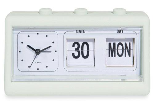 1970s-style Lilo flip clock at Maisons Du Monde
