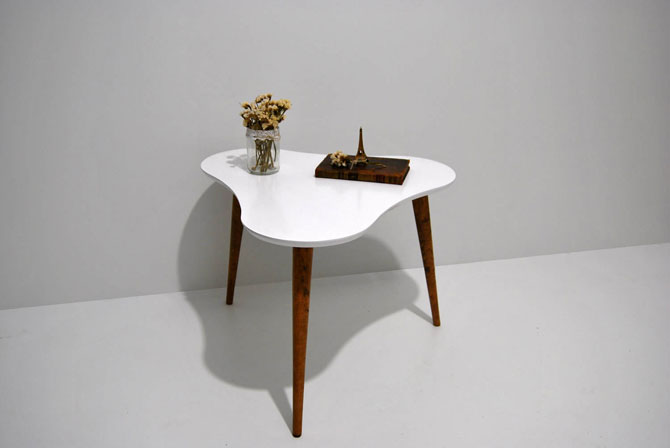 Midcentury-style coffee table by Moutinho Store