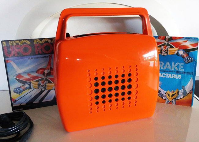 Vintage Mangiadischi Penny portable 7-inch record player on eBay