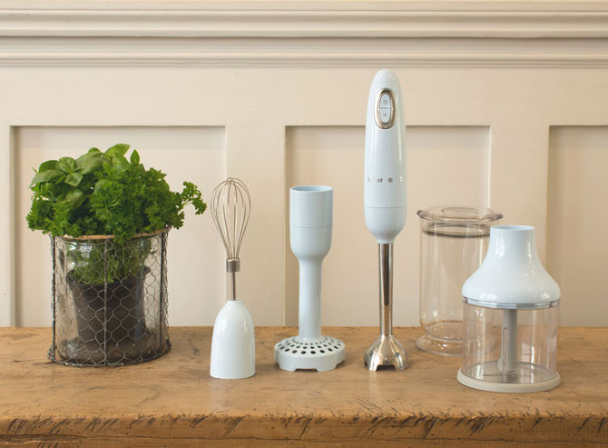 Retro kitchen: Smeg launches a variable temperature kettle and hand blender