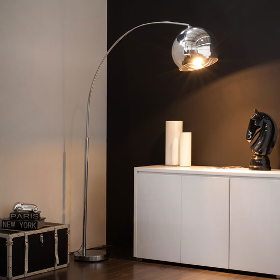 Sphere retro-style floor lights at Maisons Du Monde