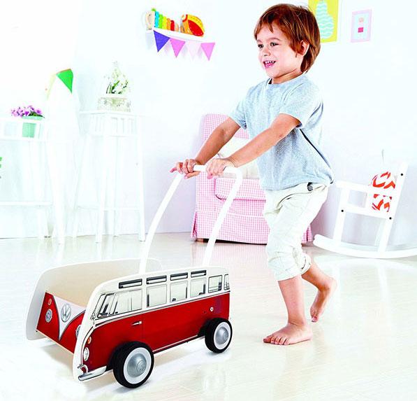 Retro kids: Hape Volkswagen Camper Van Walker