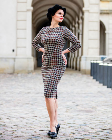 Reproduction vintage clothing retailers: Pose Like A Pin Up