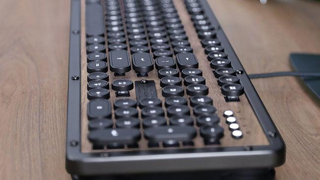 Elwood vintage-style mechanical keyboard by Azio