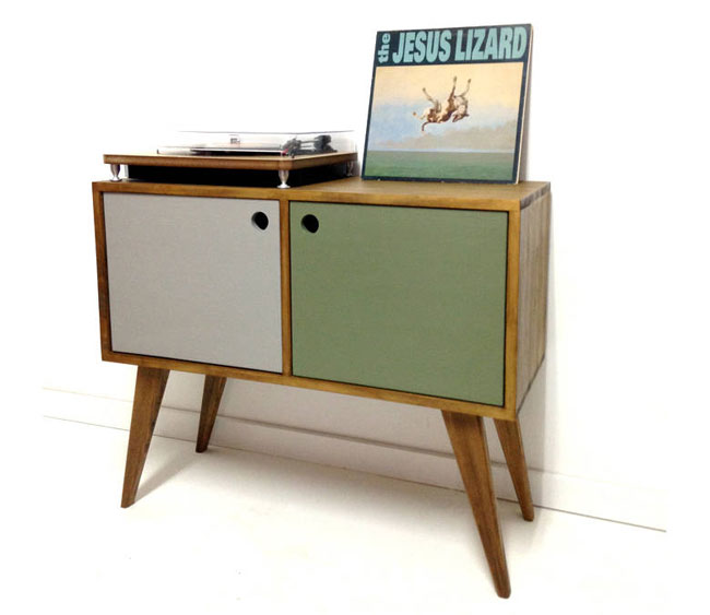 1. Midcentury-style vinyl storage unit by Vintage House Coruna