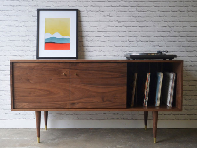 2. Stor New York record storage sideboard