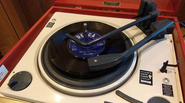 Refurbished 1960s Dansette Senator record player on eBay