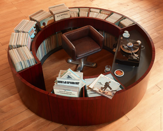 PlattenKreisel circular vinyl storage and record deck unit