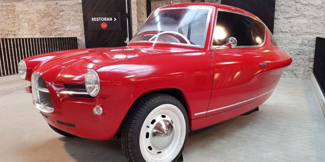 Nobe 100 1950s-style three-wheel electric car