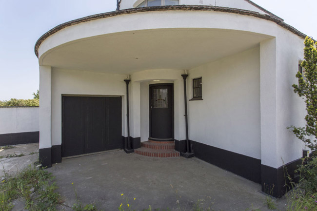 1930s Wells Coates Sunspan house in Chadwell St Mary, Essex