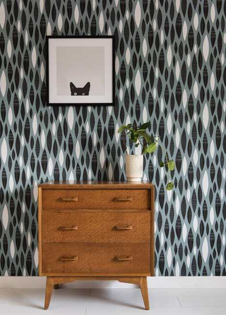 1950s-style Five Feathers wallpaper by MissPrint