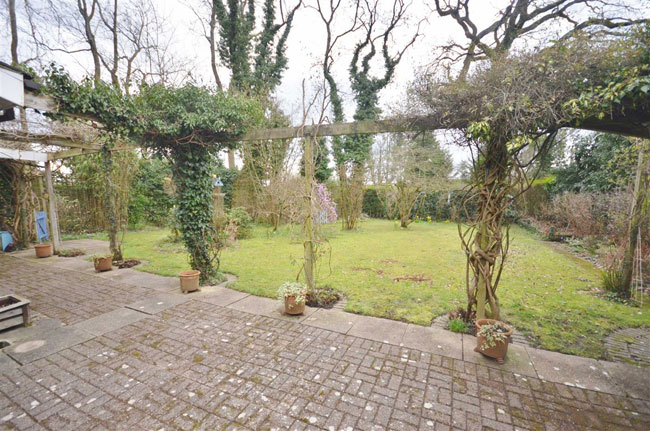 1960s living: Midcentury time capsule for sale in Wrecclesham, Surrey