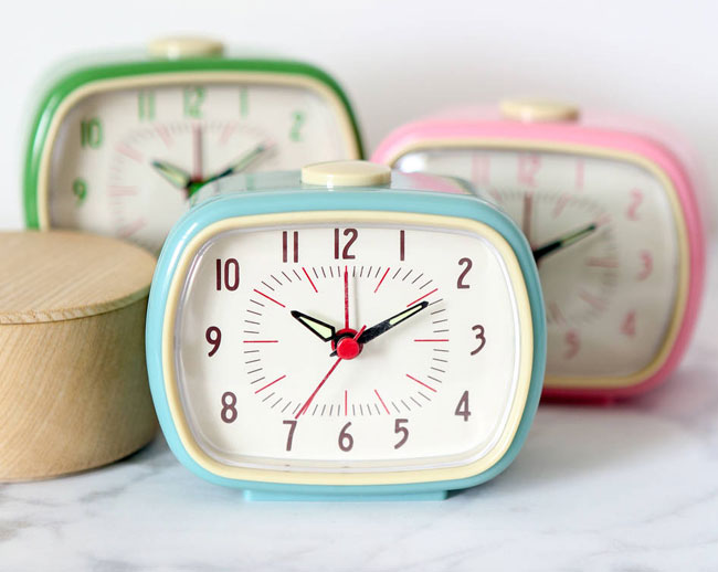 10 super cute retro alarm clocks