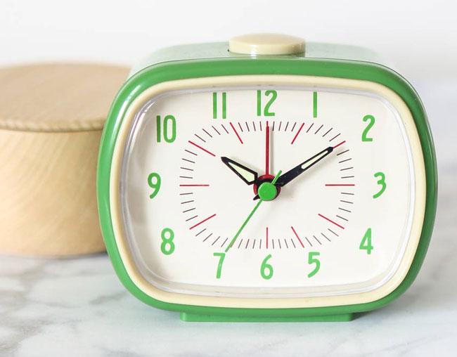 1. Retro bakelite style alarm clock by Berylune
