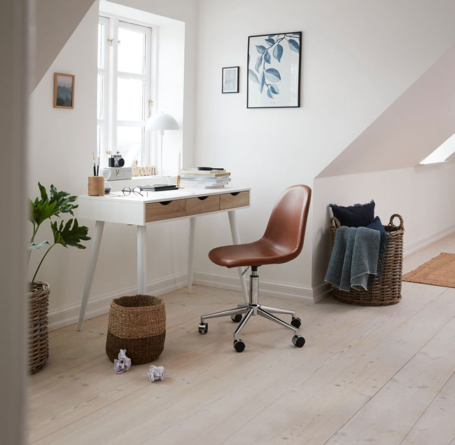 7. Plovsvad retro home office desk
